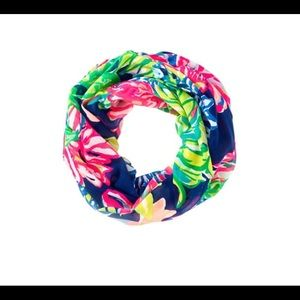 Like new Lilly Navy Travelers Palm infinity Scarf